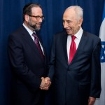 Leon meets with Shimon Peres after the politician received the Congressional Gold Medal