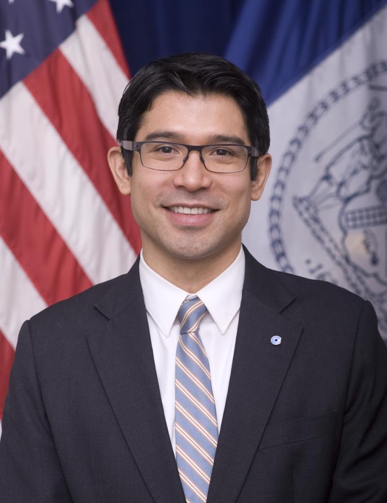 Carlos_Menchaca