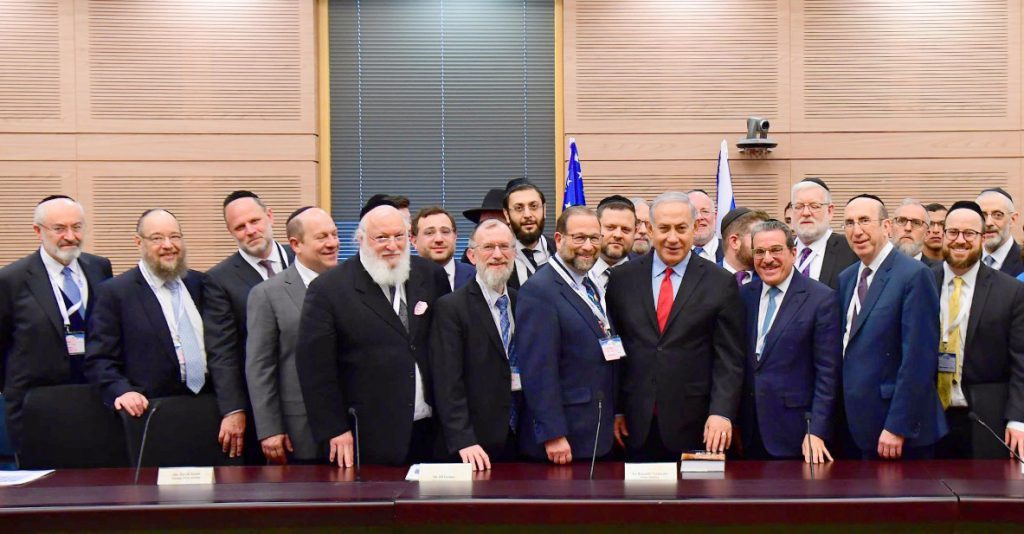 The Am Echad mission attendees stand with Israel's Prime Minister Binyamin Netanyahu. (Shloime Cohen/Agudath Israel)